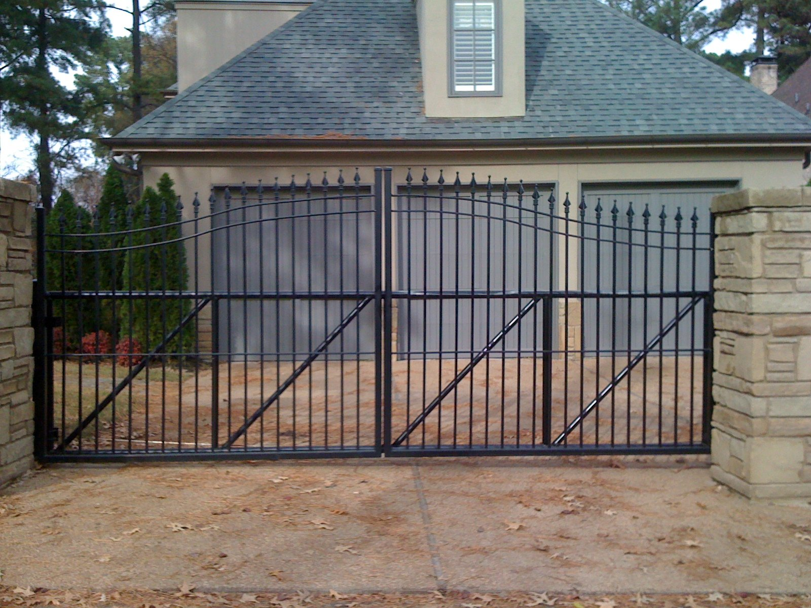 Rolling Sliding Cantilever Iron And Aluminum Driveway