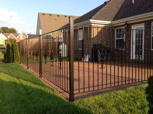 Superbe Flat Top Iron Fence Panel With Decorations DIY Installed Around Patio