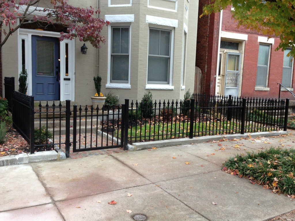 3ft Tall Iron Fence Around Small Front Yard