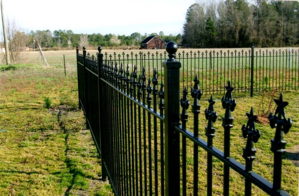 Iron Fence Style #3 with Alternating Pickets and Custom Star Finials
