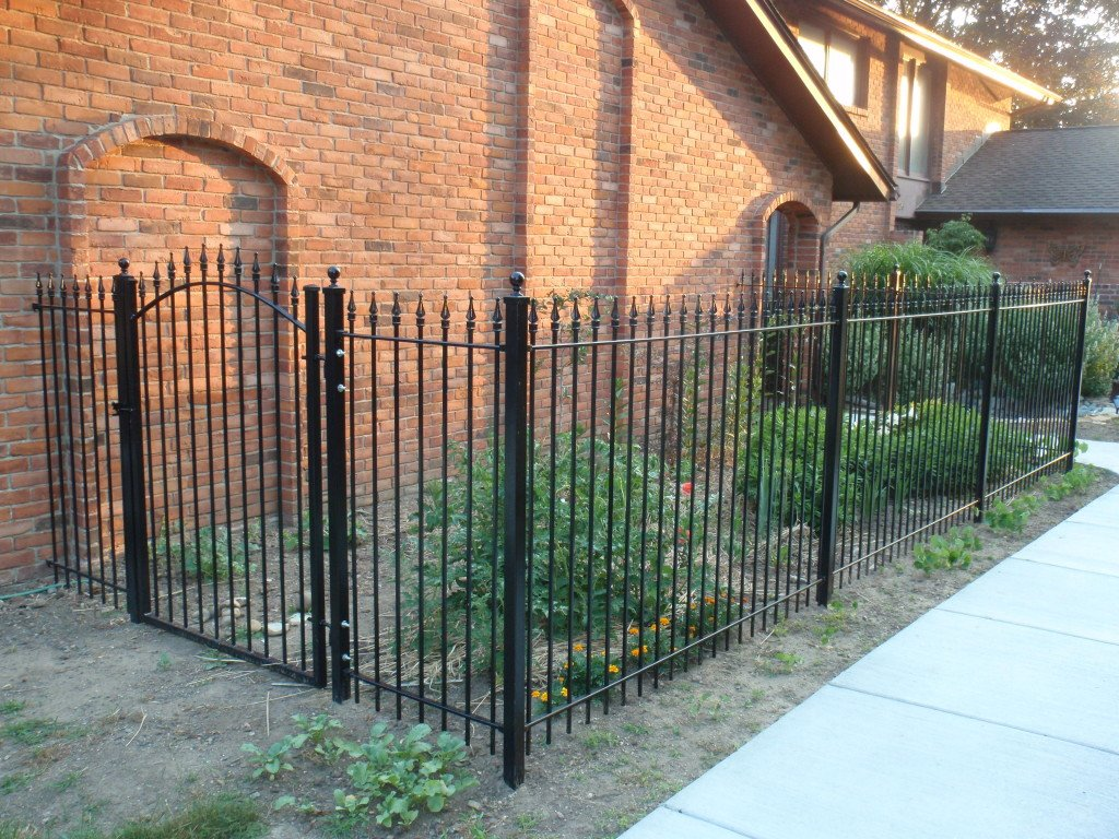 5ft Tall Iron Fence with 4ft Wide Arch Gate