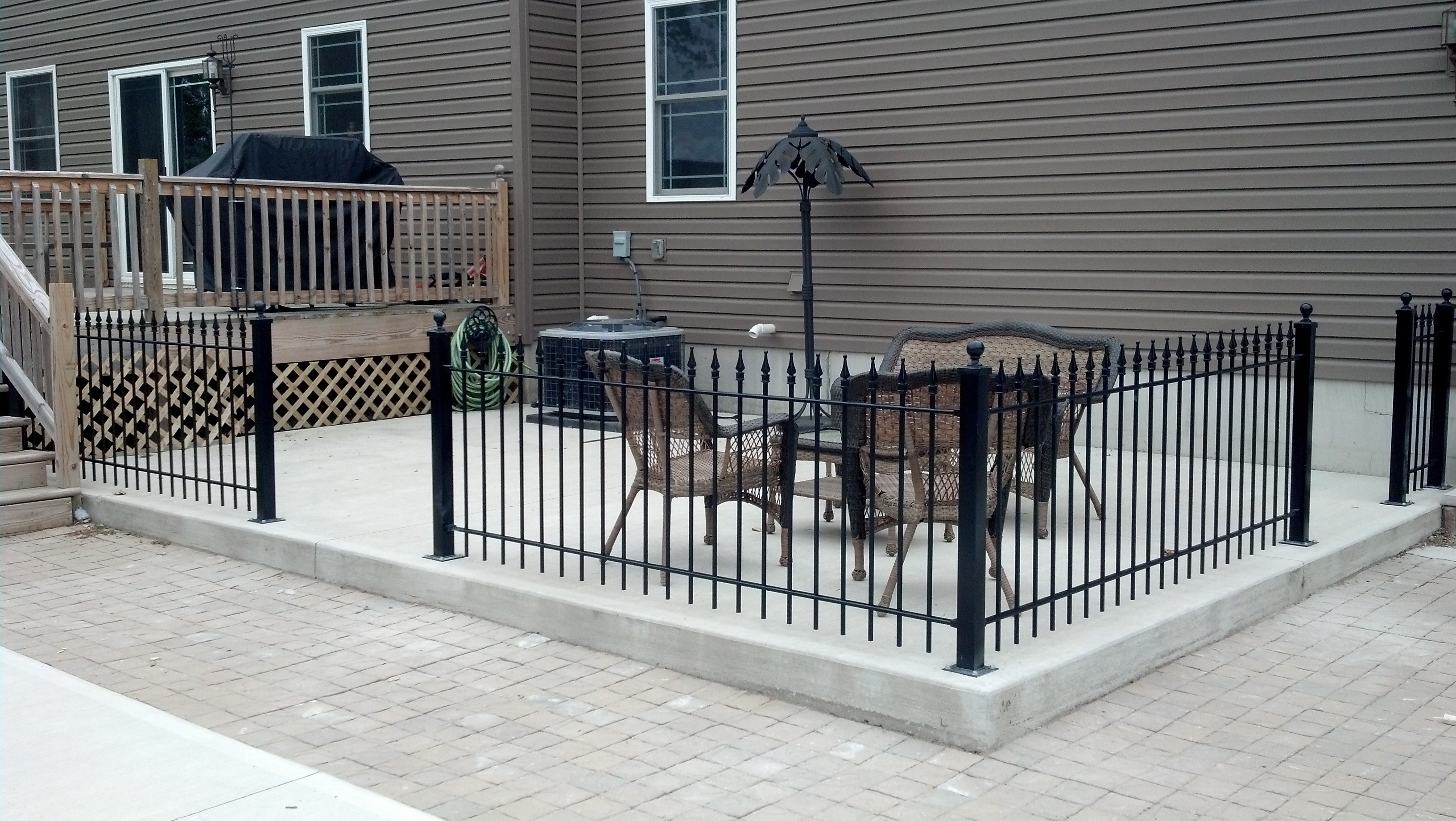 Lron Fence Patio Design Ideas
