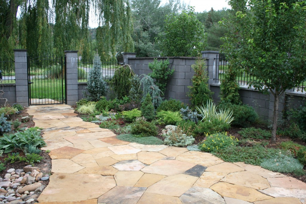 3ft Iron Fence on a Wall Top with a 6x4 Arch Gate for Entry