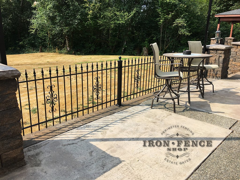 3ft Traditional Grade Classic Iron Fence with Guardian Decorations